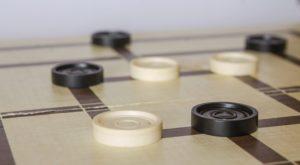 beliebtes Familienspiel - das Gesellschaftsspiel Mühle
