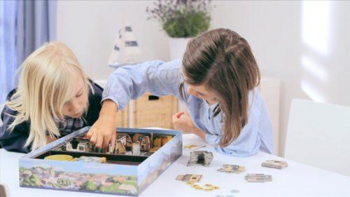 Kinder spielen Schnappt Hubi